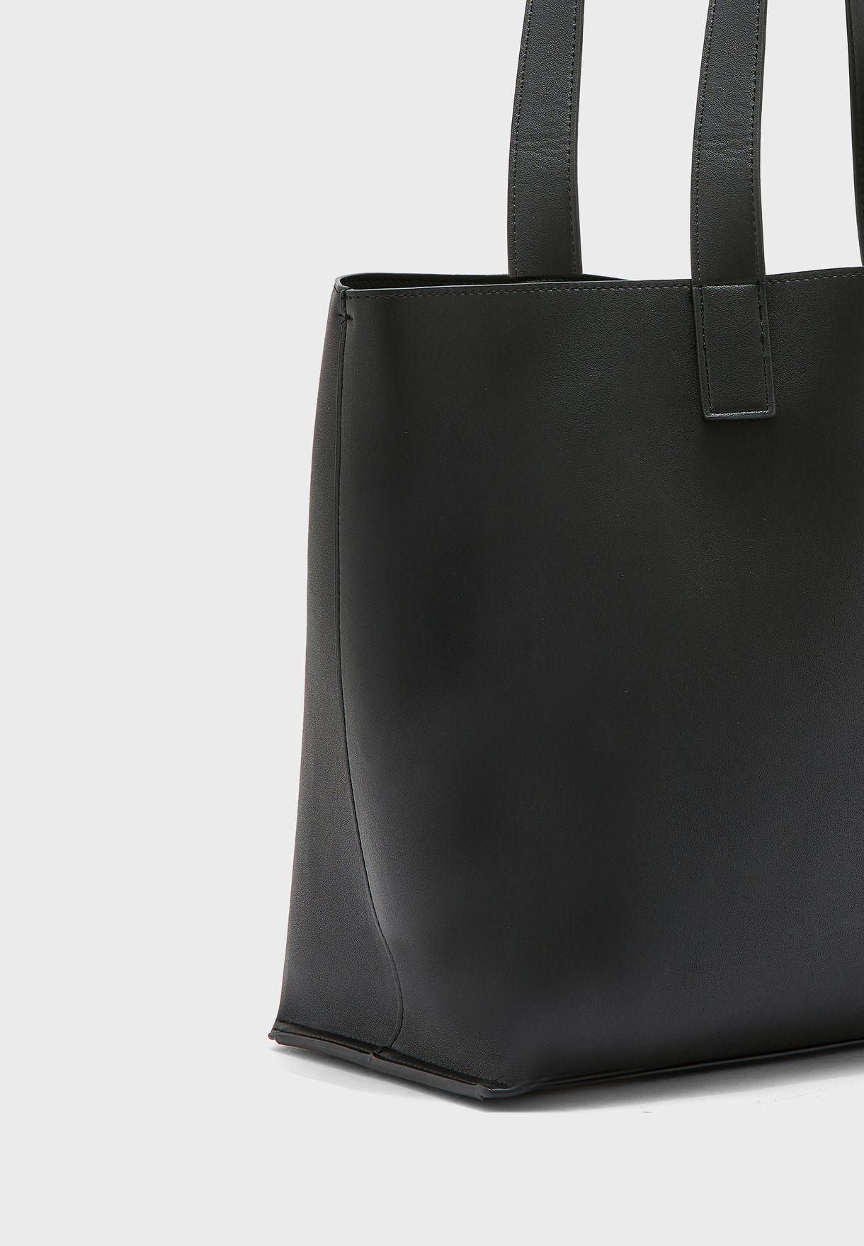 شنطة مع حقيبة داخلية