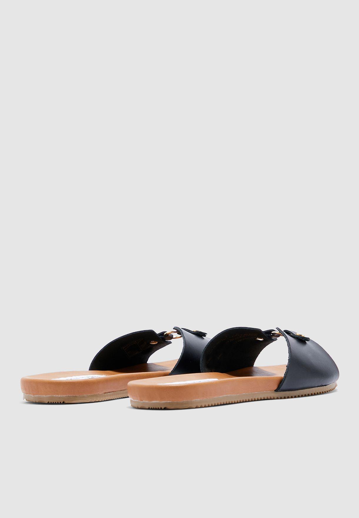 Nyla Flat Sandal - black