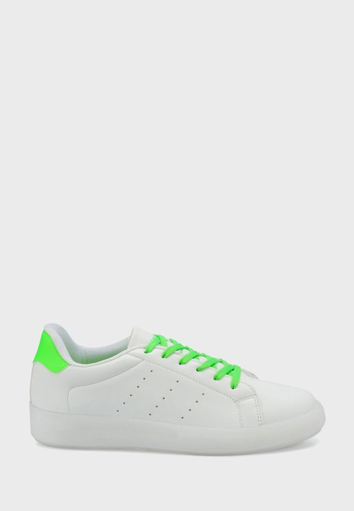 Kinetix Low Top Sneaker