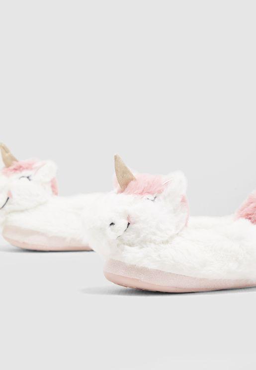 حذاء مزين بشكل وحيد القرن