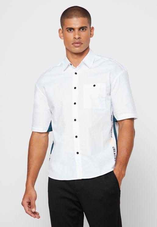 قميص بخط جانبي
