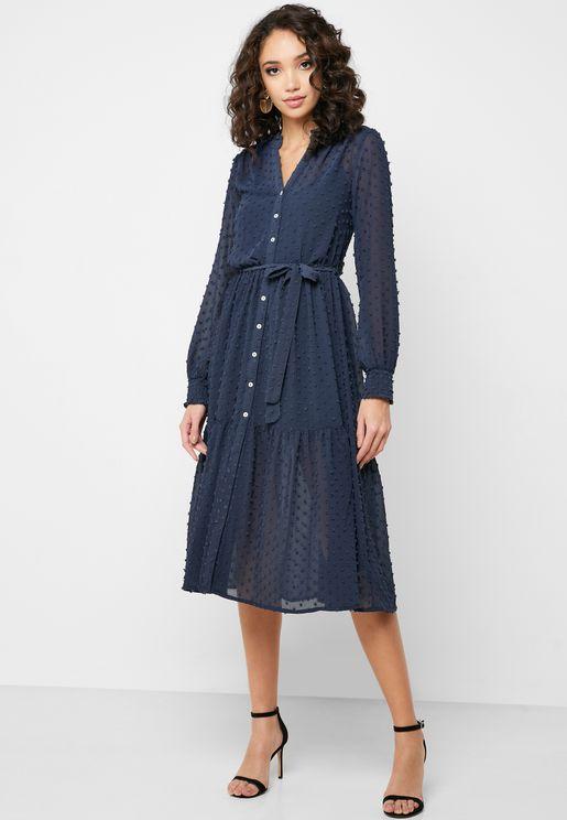 فستان بأزرار امامية وطيات