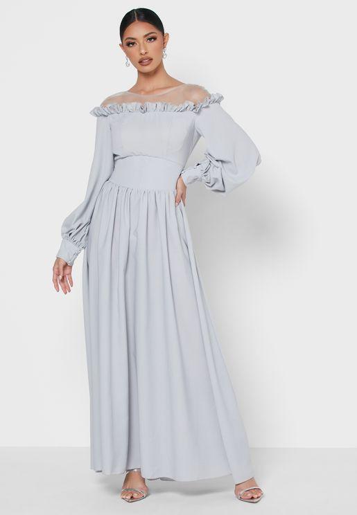 فستان مكشوف الاكتاف بحواف مكشكشة