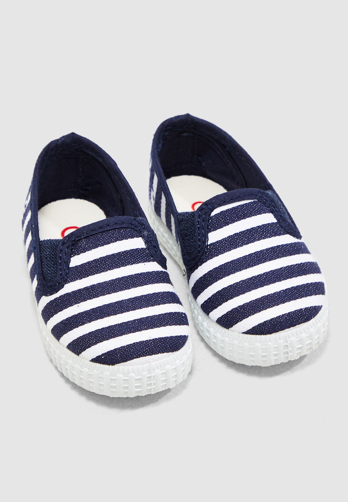 حذاء مخطط للاطفال