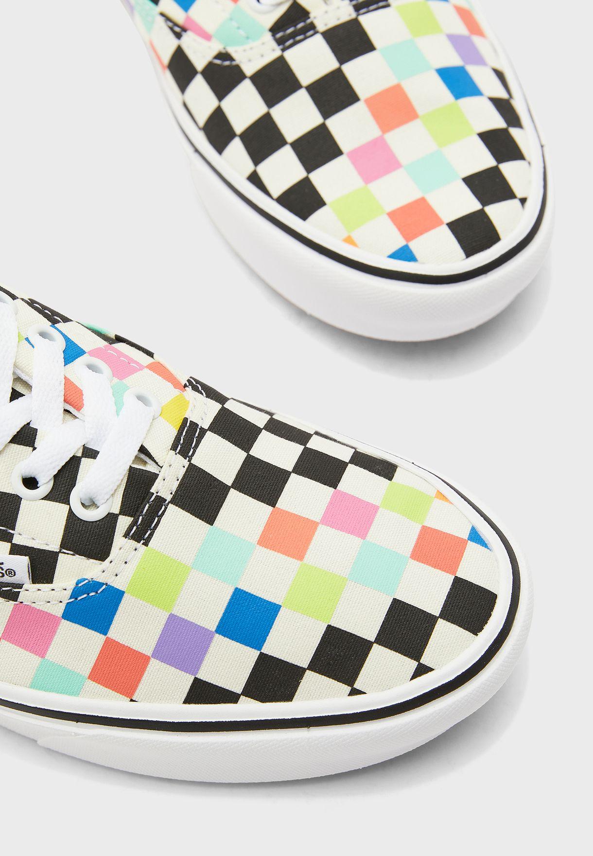 حذاء من مجموعة  موما