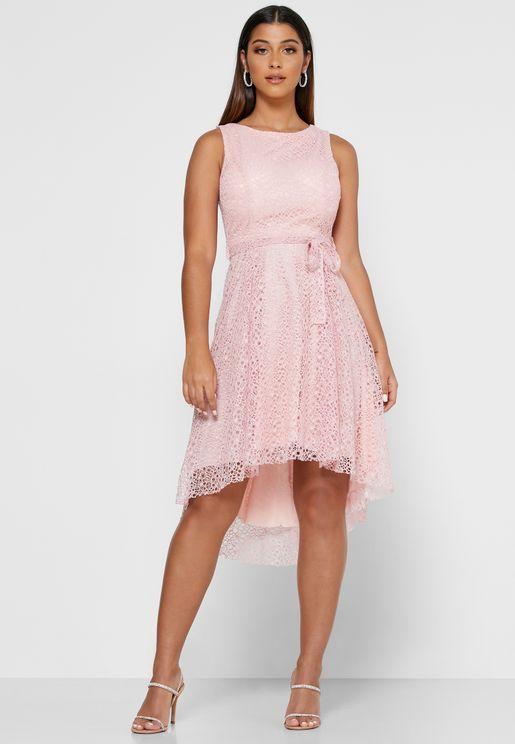 فستان دانتيل ميدي بأربطة خصر