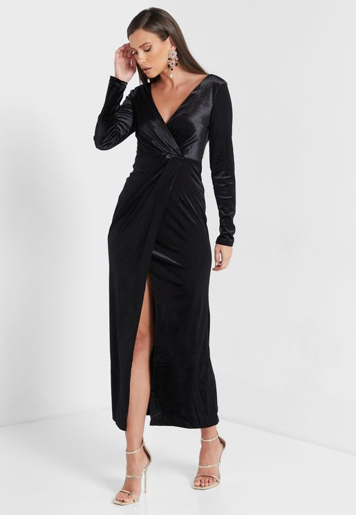فستان مخملي مع شق