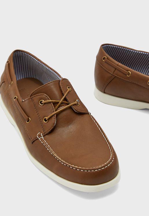 حذاء باربطة جانبية