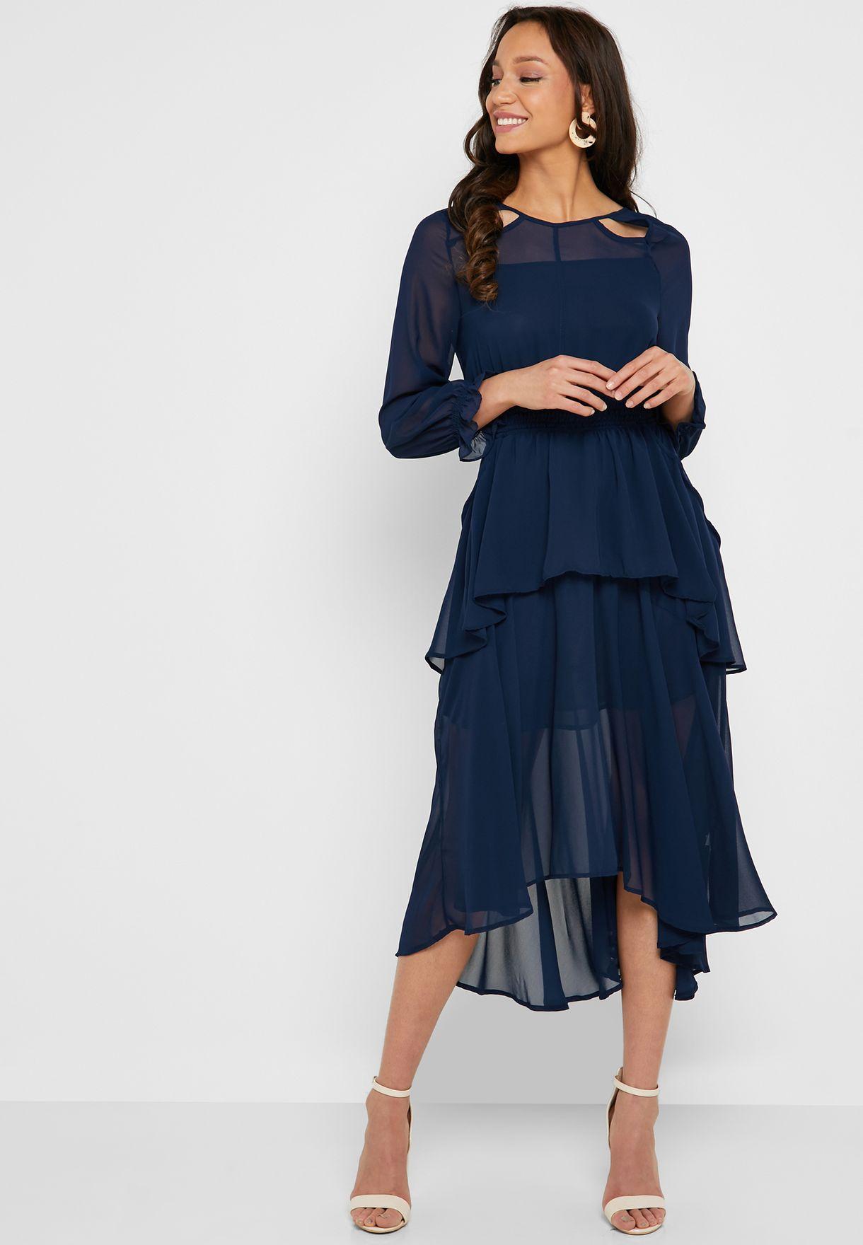 فستان شفاف مزين بكشكش
