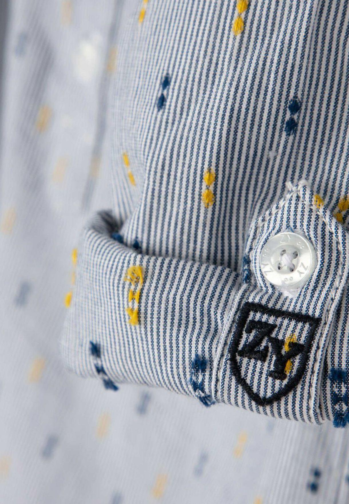 قميص مزين بطبعات
