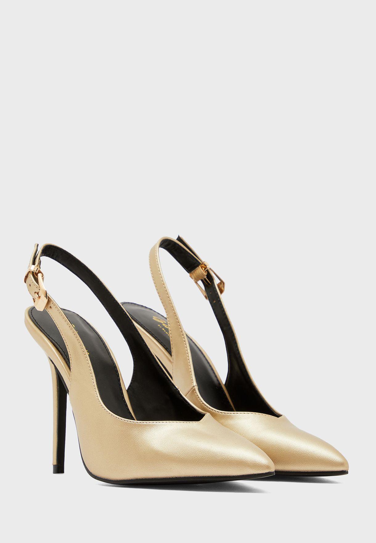حذاء بمقدمة مدببة وكعب عالي