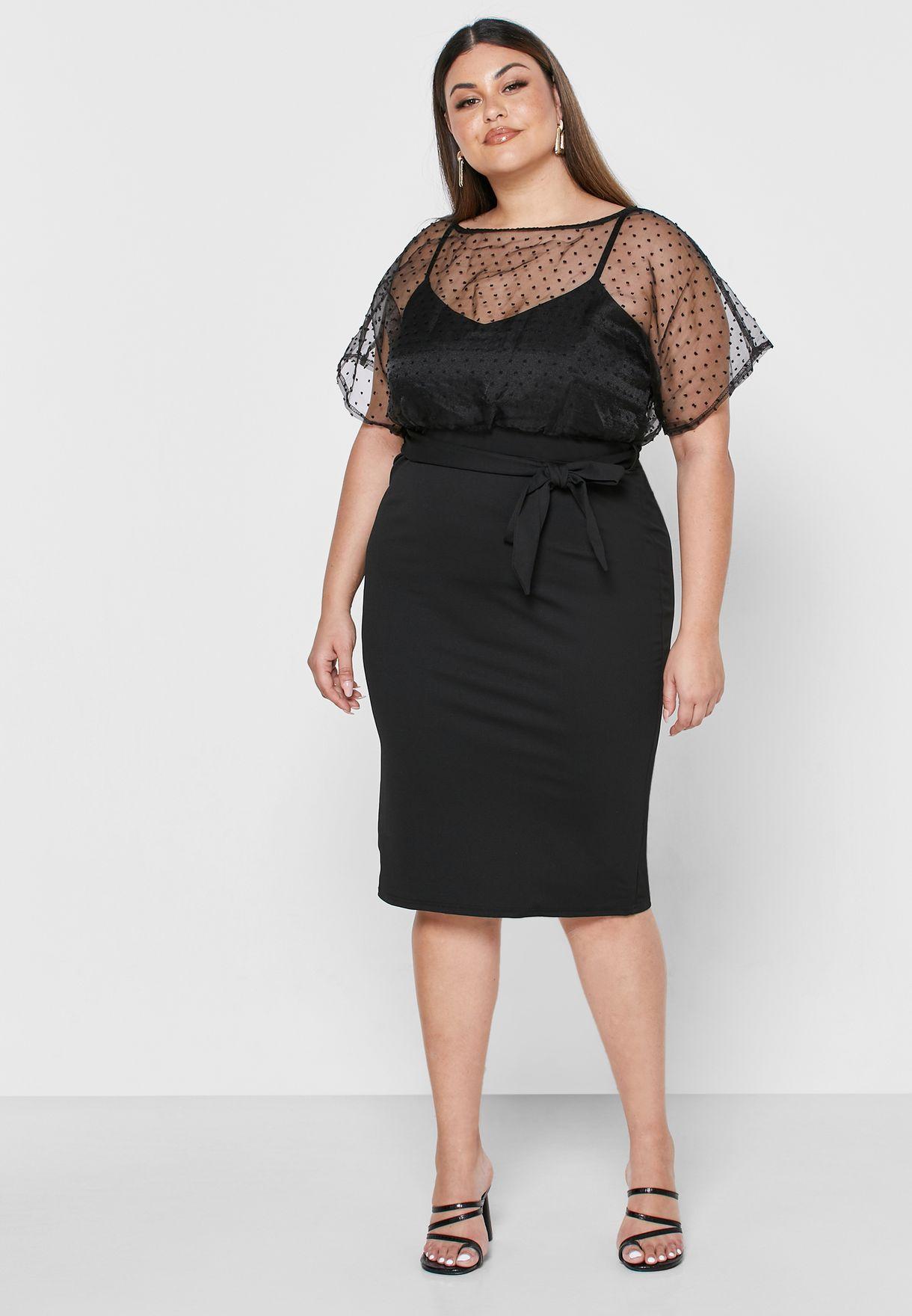 فستان مزين بعقدة امامية واجزاء شبكية