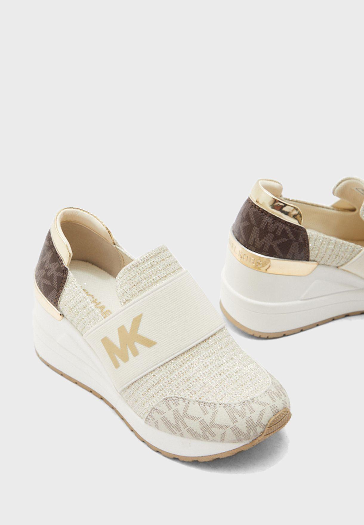 Neo Flex Low Top Sneakers