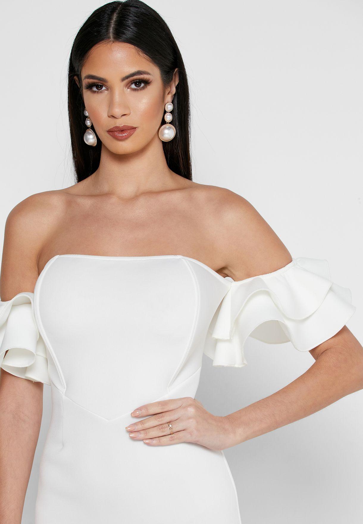 فستان يكشف الاكتاف بأطراف غير متماثلة الطول