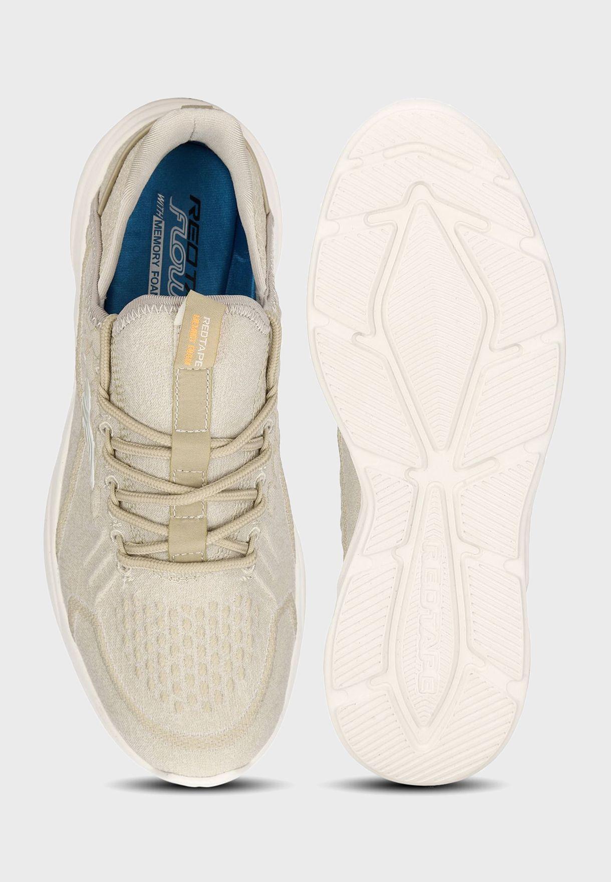 حذاء سنيكرز مزين بشعار الماركة