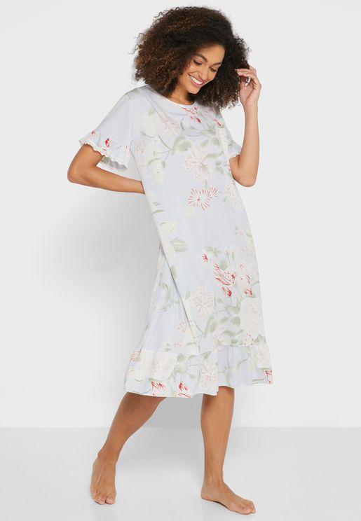 فستان مزين بطبعات وحواف مكشكشة