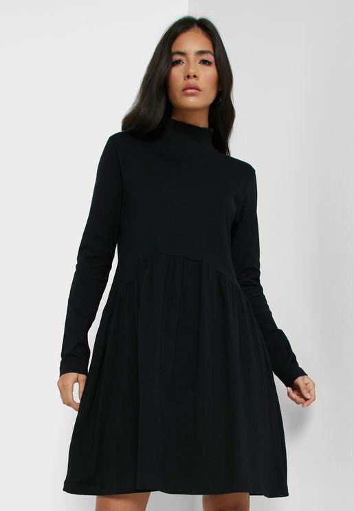 فستان قصير بياقة عالية