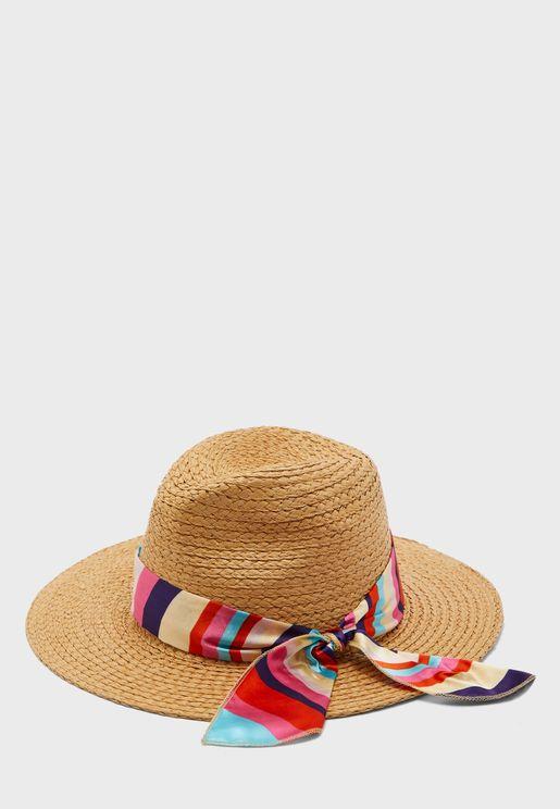 قبعة قش مزينة بوشاح