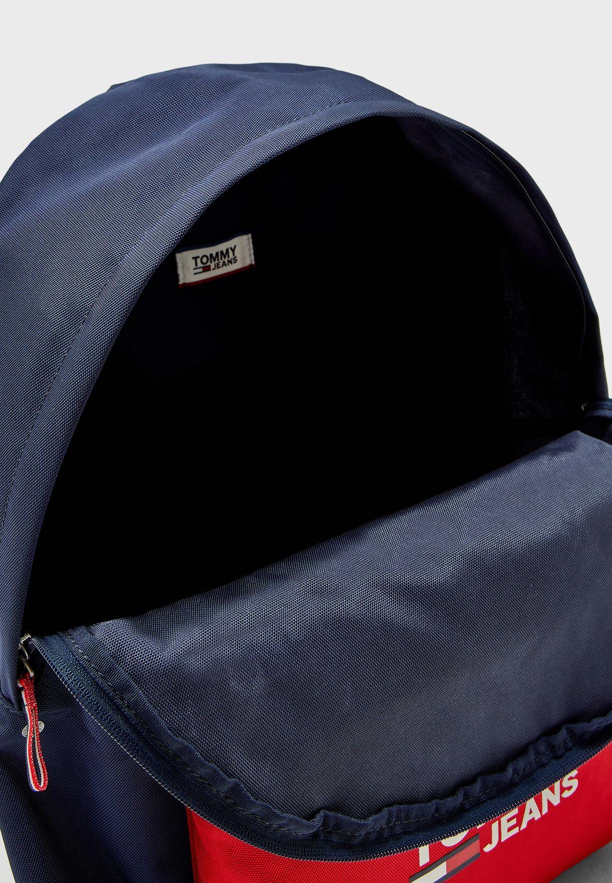 حقيبة ظهر بشعار الماركة ونمط كتل الالوان