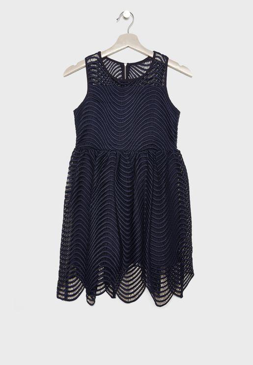 فستان دانتيل بون اكمام