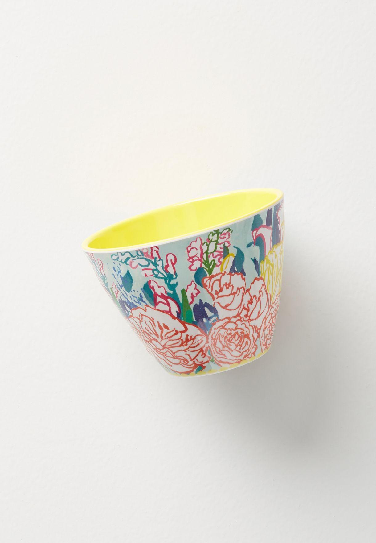 وعاء بطباعة زهور