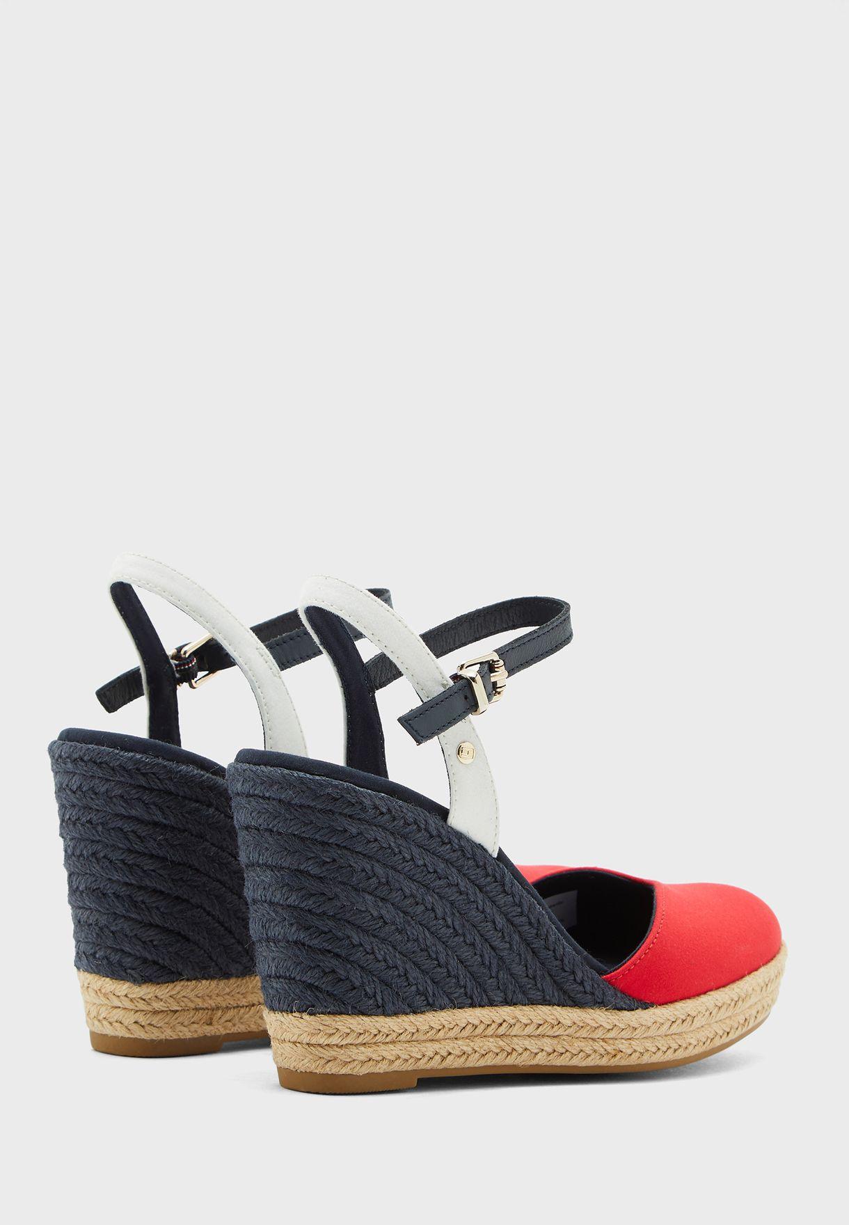 حذاء كعب عالي ويدج