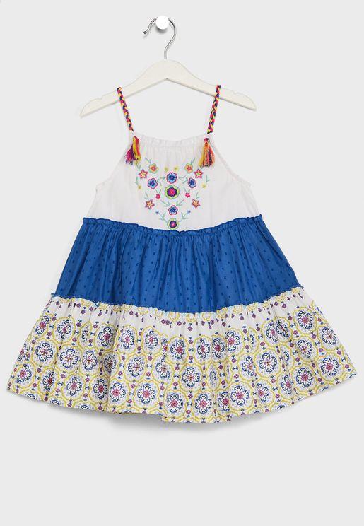 فستان بطبقات متعددة وطبعات ازهار