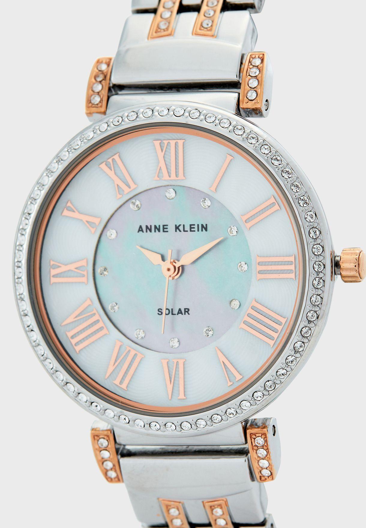 ساعة انالوج رومانية