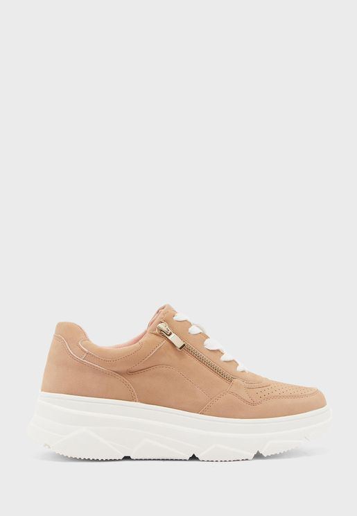 Traker Low Top Sneaker