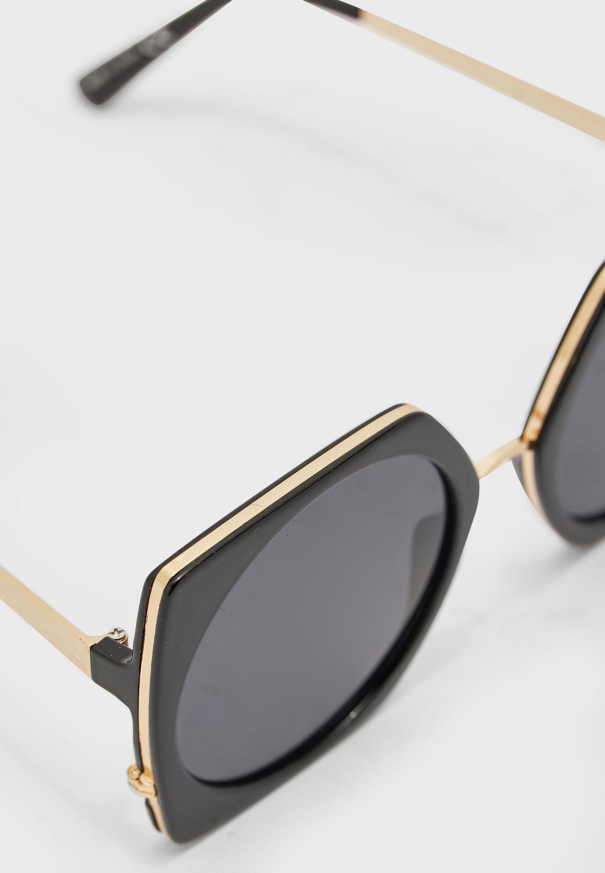 نظارة شمسية عصرية بأذرع رفيعة