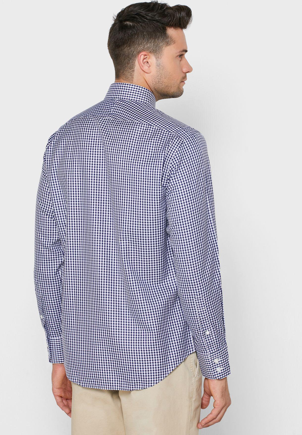 قميص بطبعة مربعات وقصة سلم فيت