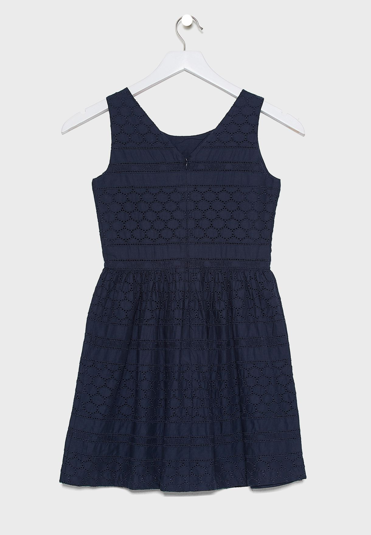 فستان مكشكش بشعار الماركة