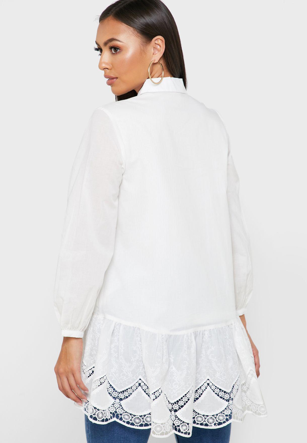 قميص مزين بكشكش