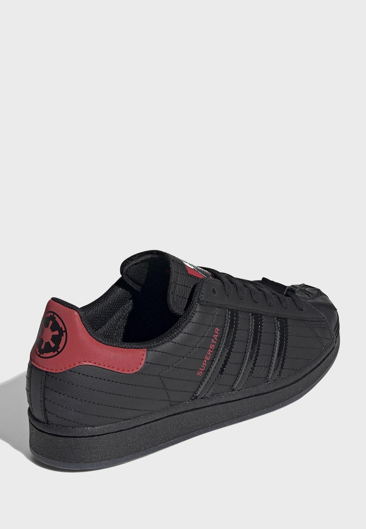 حذاء من مجموعة ستار وورز