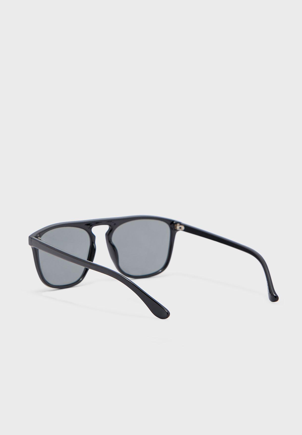 نظارة شمسية عصرية كبيرة