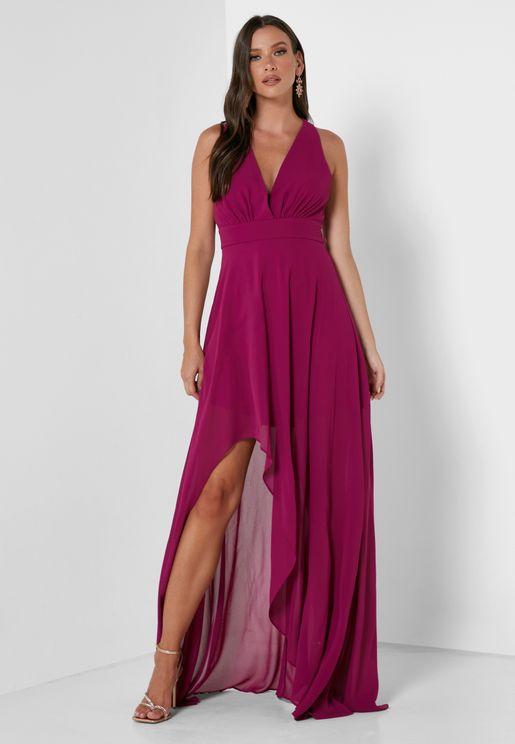 فستان بأطراف متباينة وشق عند الاطراف
