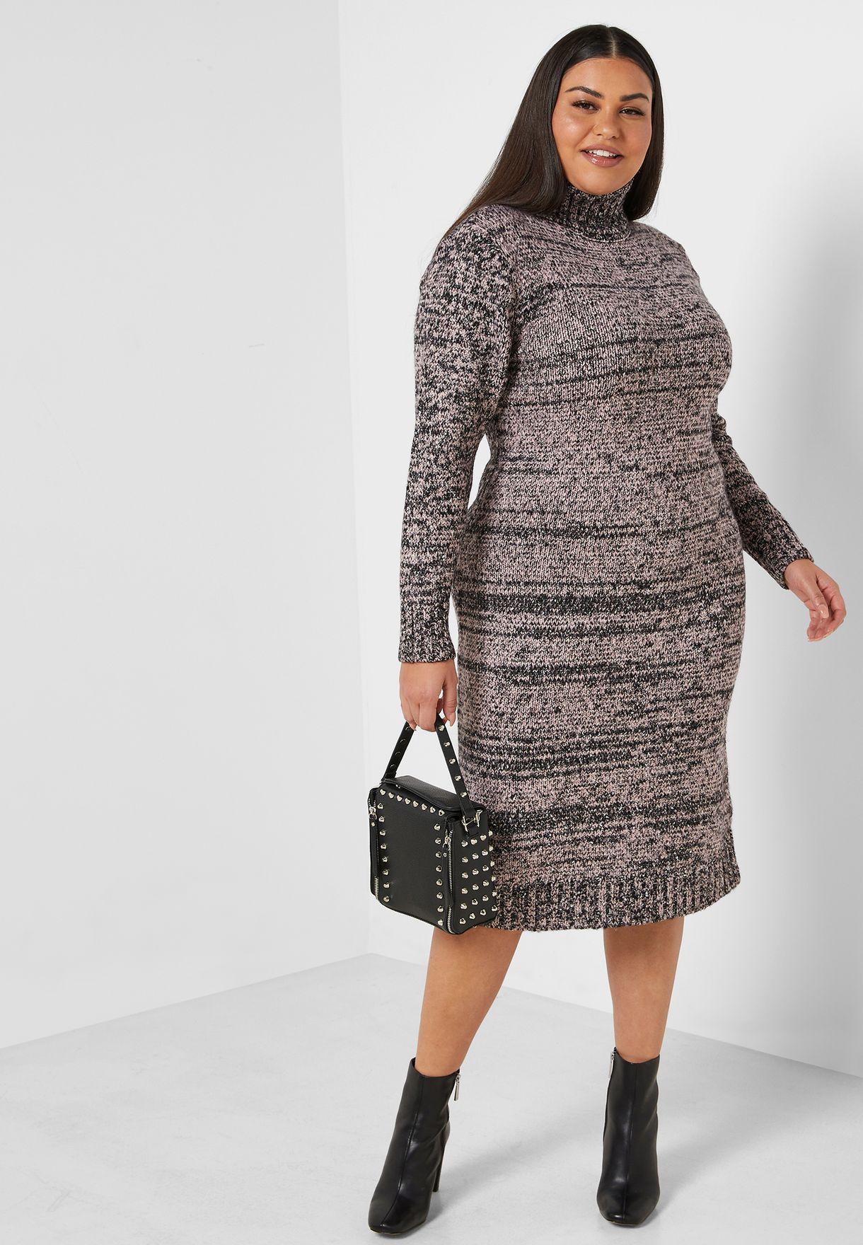 فستان محبوك بياقة عالية