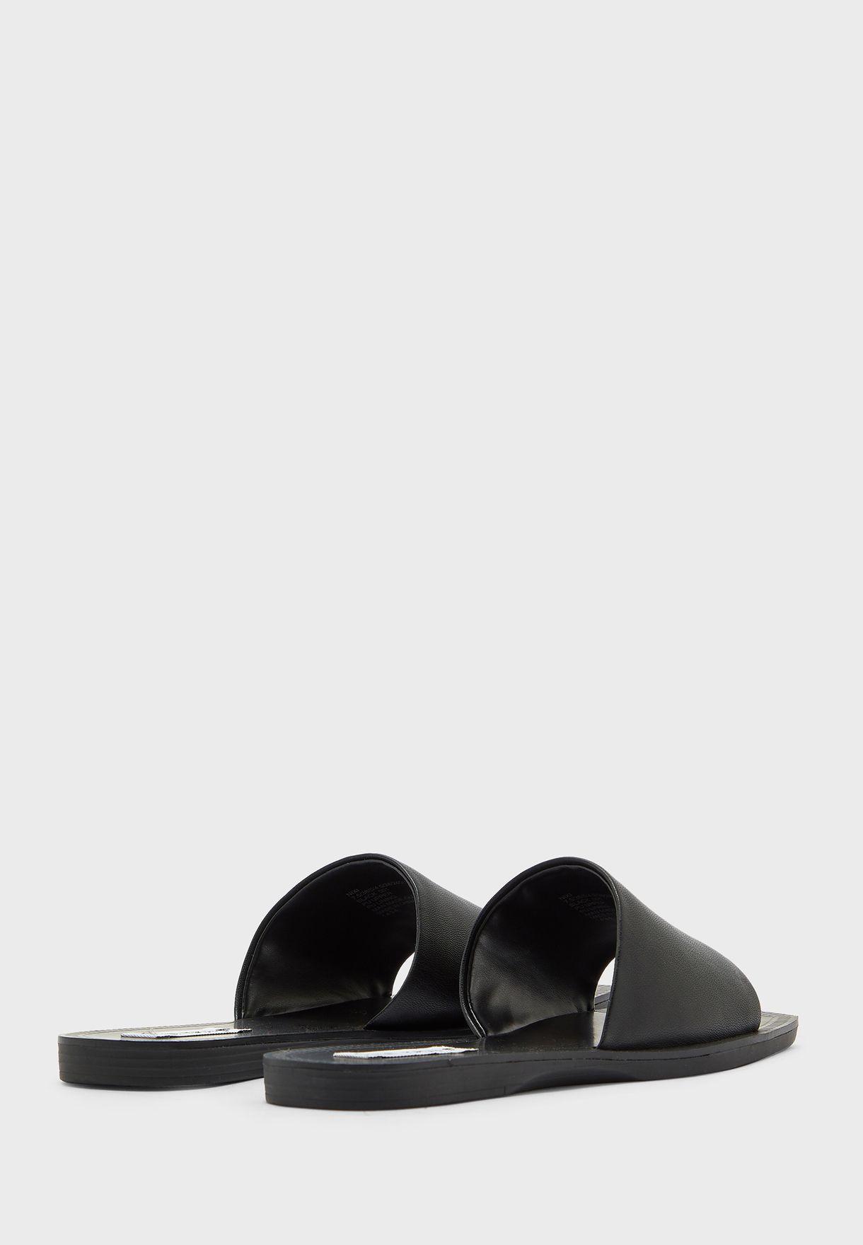 Nixi Flat Sandals
