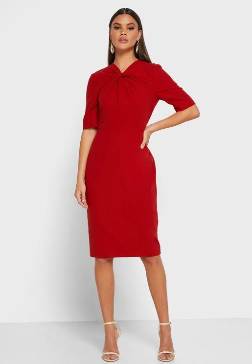 فستان بياقة ملتوية
