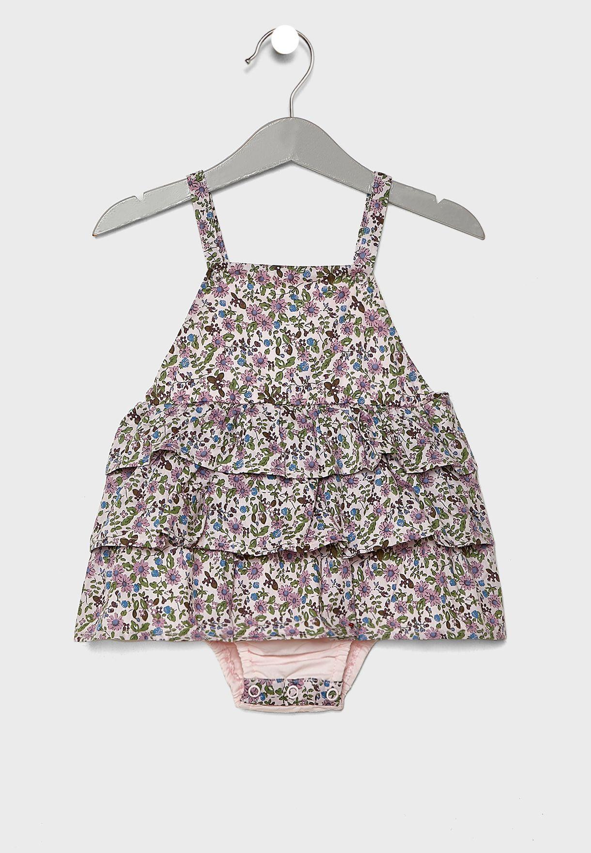 فستان بحمالات وطبقات كشكش