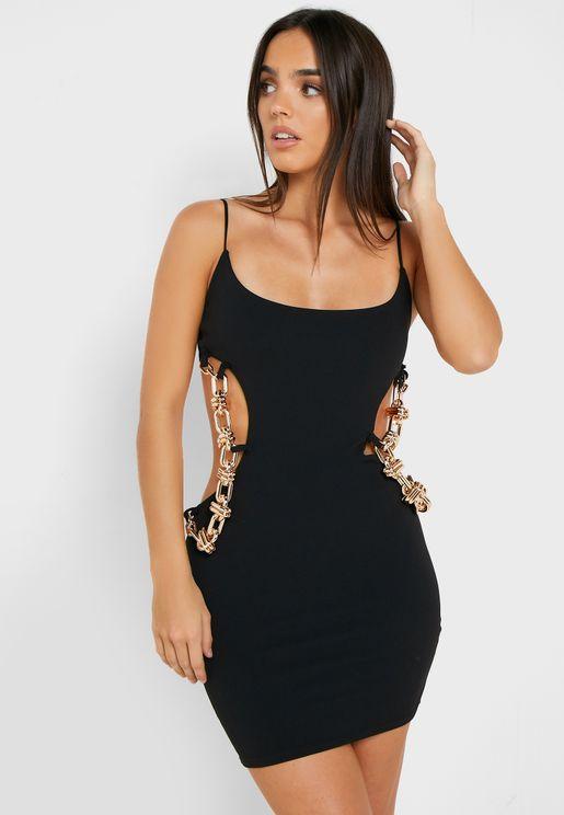 فستان مزين بسلسلة معدنية