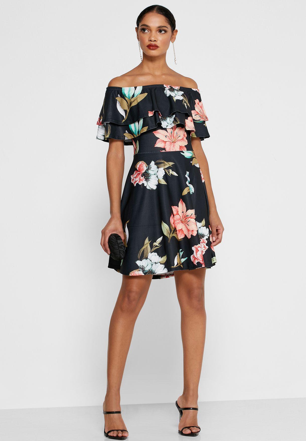 فستان مكشكش يكشف الاكتاف بطبعات ازهار