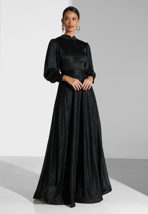 فستان لامع بأكمام طويلة