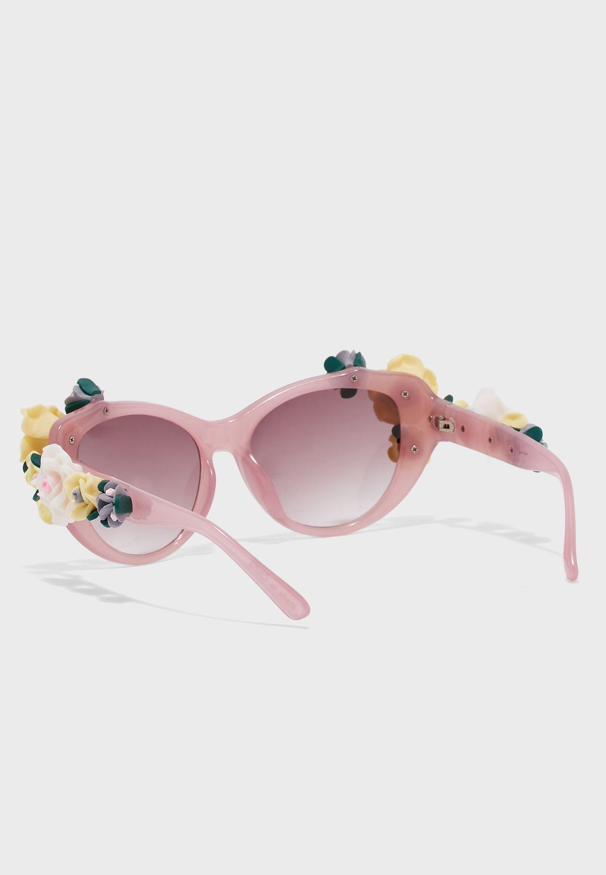 نظارة شمسية مزين بزهور