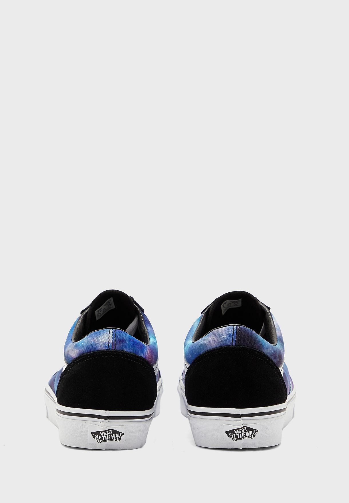حذاء بطبعات جالاكسي