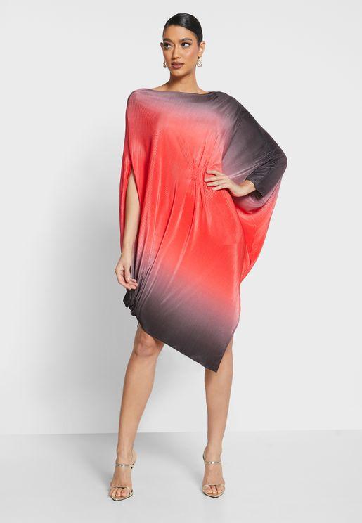فستان بكسرات ولون متدرج واطراف متباينة