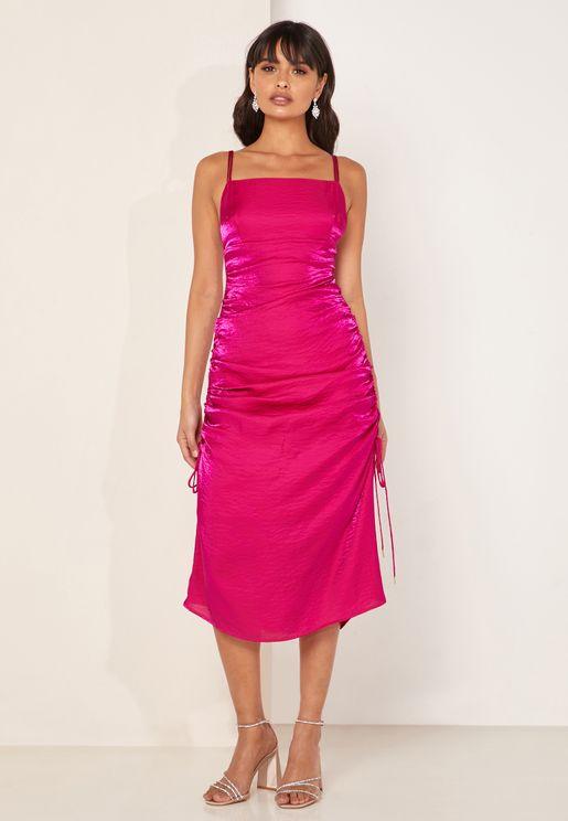 فستان بأجزاء مزمومة وحمالات كتف