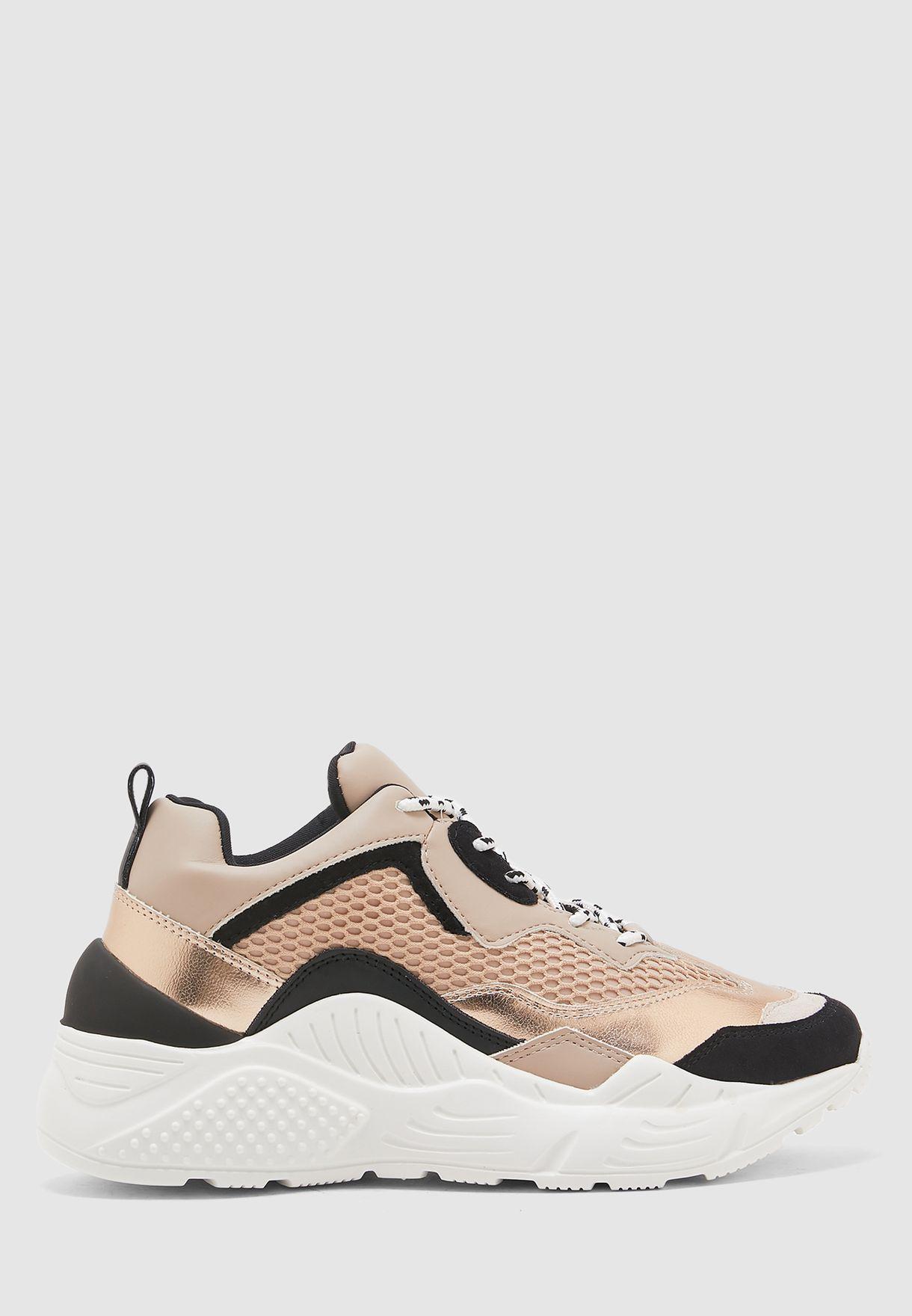 Antonia Low-Top Sneaker