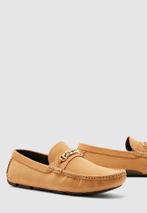 حذاء لوفر مزين بسلسلة