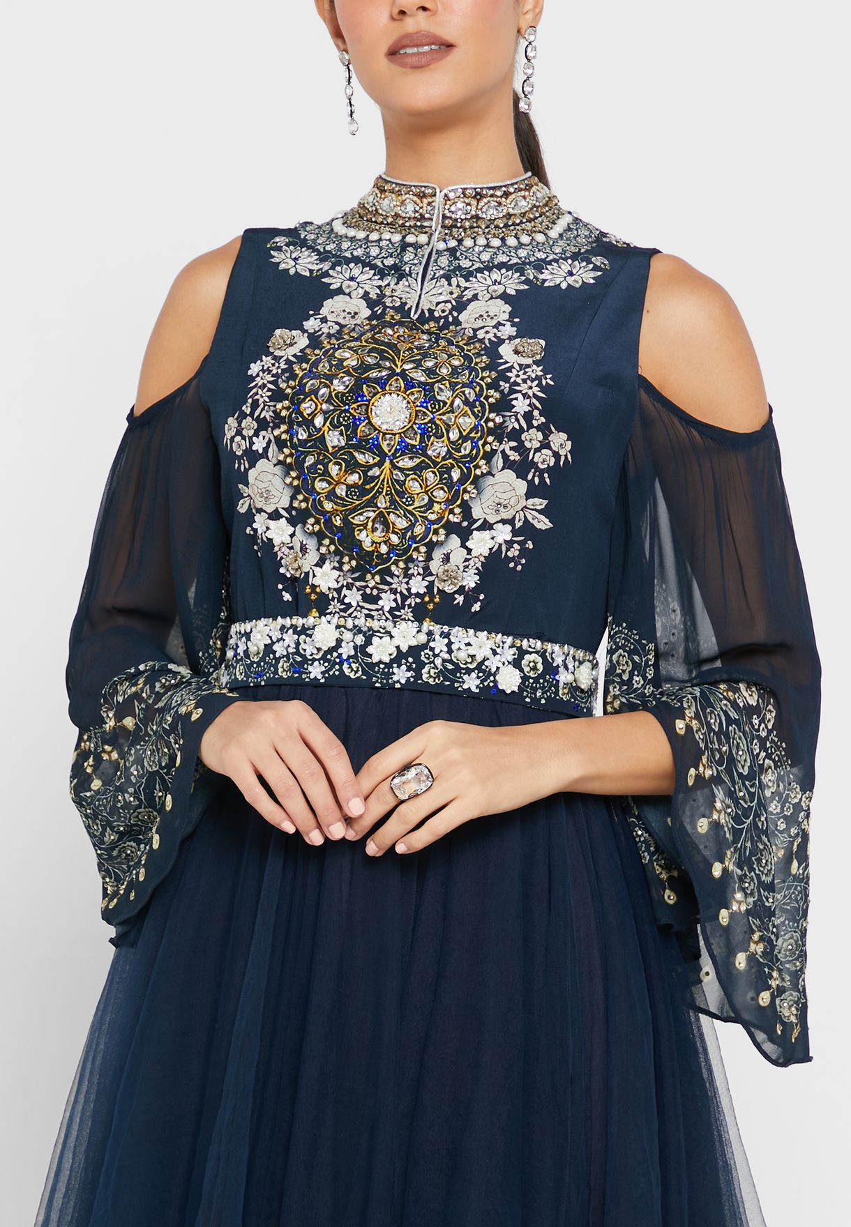 فستان مطبع باكتاف مكشوفة